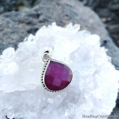 silverhalsband med rubin